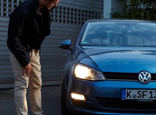 Sehen und gesehen werden: Autobeleuchtung regelmäßig kontrollieren